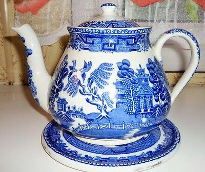Vintage Wedgwood Willow Patter Blue And White Teapot & Stand