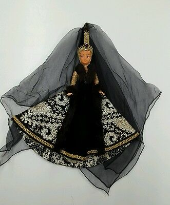 Vintage Sindy Doll amazing gown, head dress and veil