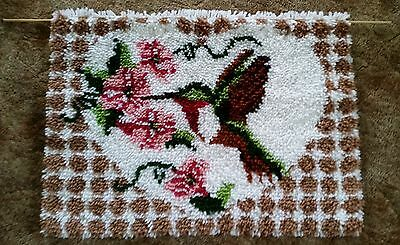 """Humming Bird Latch Hooked Rug Complete Vintage 19"""" X 26"""" dowel included"""