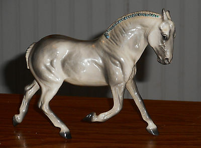 Pour Horse China Horse Gray Gloss Saucy, Excellent