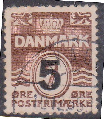 (K4-54) 1955 Denmark 5 ORE O/P on 7 ORE brown surcharge