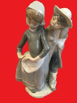 Lladro 1188 Boy Girl Couple Cuddling PRISTINE LOVED made 1971-1974,retired MINT