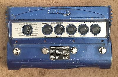 Line 6 MM4 Modelling Guitar Chorus/Filter/FLanger Pedal W/Original 9V Adapter