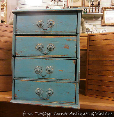 Small Edwardian chest of drawers.