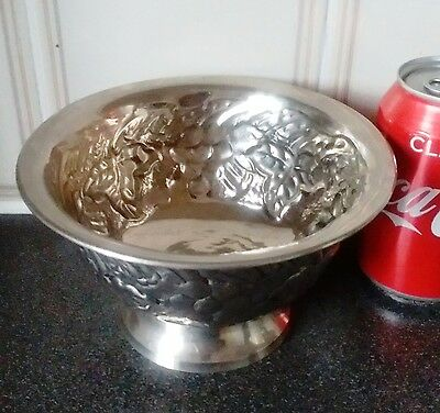 Gorgeous Aluminum/Metal Fruit Bowl with Grapes On,95% New,W-290,Super Decorative