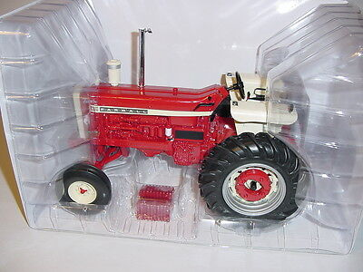 1/16 Farmall 1206 Wide Front Tractor by ERTL W/Box! 2012 Red Power Round Up!