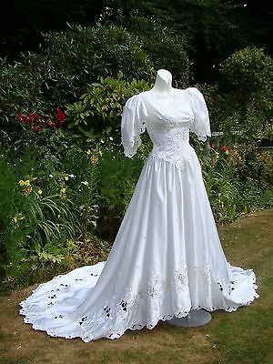 Luxurious VTG WHITE SATIN EMBROIDERED  LACE WEDDING DRESS LONG  TRAIN PEARL 8 10