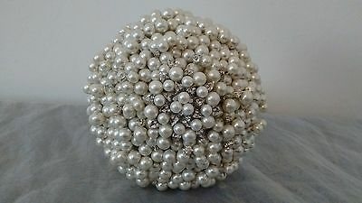 Beautiful Pearl and Brooch Bouquet ...Ivory Bouquet....Silvertone Brooch..