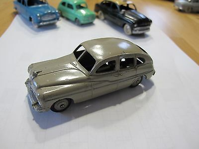 DINKY TOYS n°24Q - FORD VEDETTE 1949 couleur mastic