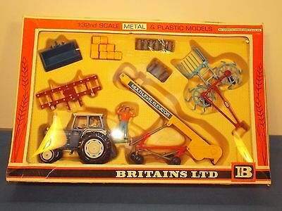 Britains No 9590 Gift set from the seventies Ford 6600 and implements Excellent