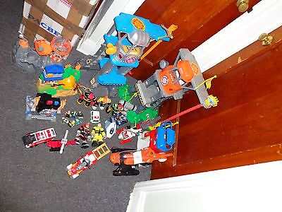 Rescue Hero Stations Helicopter 30 Figures Command Center