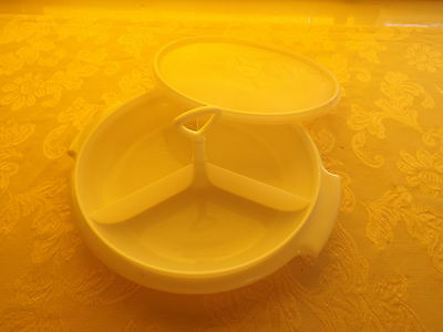 Tupperware Party Server With Lid & Handle