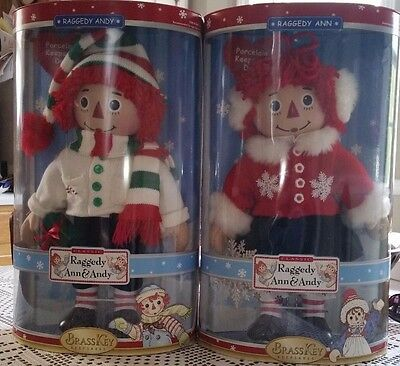 2 Brass Key Porcelain Raggedy Ann & Andy Dolls Winter Theme Christmas 2004