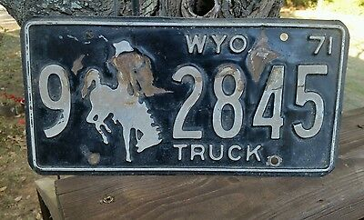 Vintage Rustic 1971 Big Horn County (9)  Wyoming  Truck  License Plate # 2845