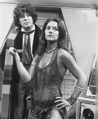Tom Baker and Louise Jameson UNSIGNED photo - H2464 - Doctor Who