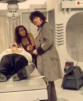 Tom Baker and Louise Jameson UNSIGNED photo - H2485 - Doctor Who