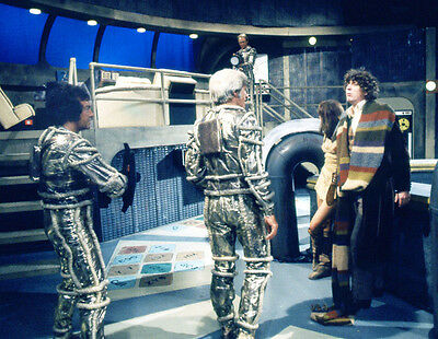 Tom Baker and Louise Jameson UNSIGNED photo - H2487 - Doctor Who