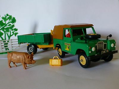 Britains farm SWB Land Rover and trailer - 1/32 very good condition
