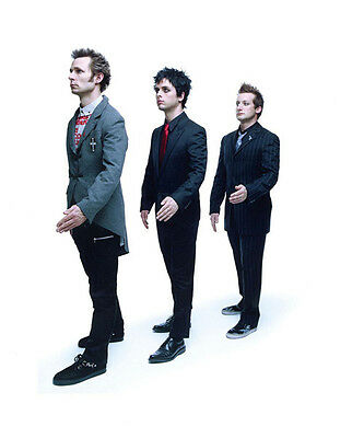 Green Day UNSIGNED photo - H2652 - Billie Joe Armstrong, Mike Dirnt & Tré Cool