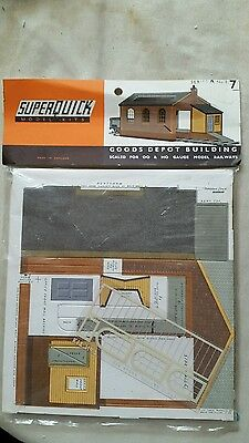 A model railway card kit in ho / oo by super quick of a goods depot