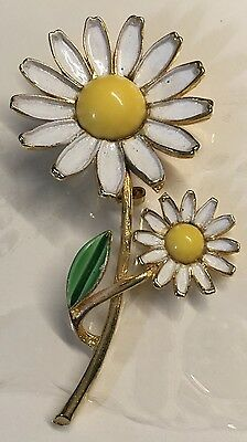 Weiss White Petal Double Daisy Lucite Center Pin Brooch
