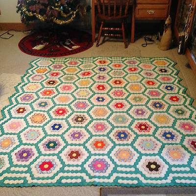 Beautiful 1930's Flower Garden Vintage Quilt - Nice Borders