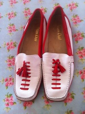 Ladies Leather Moccasin Size 5 & 1/2
