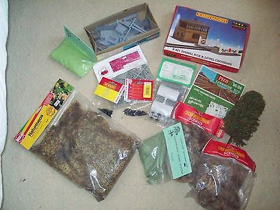 job lot of 00 gauge kits and scenery items