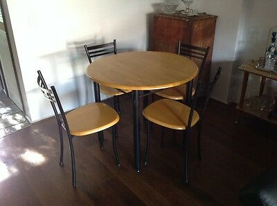 5 piece wooden dining table. Good condition