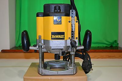 """DEWALT DW625 E 1/2"""" Electronic Variable Speed Plunge Router 1850w 220/240V"""