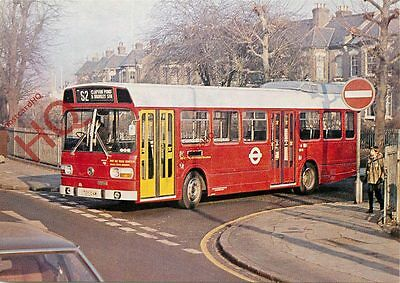 Postcard: LONDON TRANSPORT, LS TYPE BUS ON ROUTE S2 AT CLAPTON POND