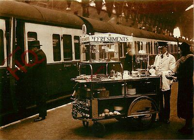Postcard: GWR REFRESHMENT TROLLEY PROVIDES A CUP OF TEA (REPRO)