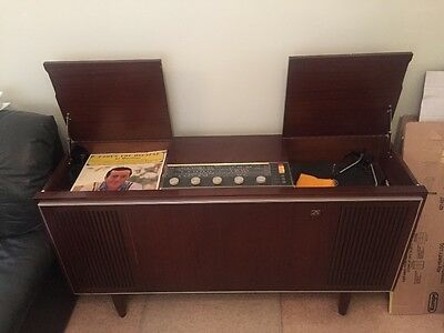 "His Masters Voice Antique Radiogram (Studio ""7"")"