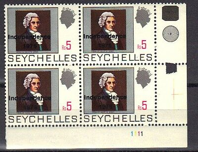 """Seychelles Mnh 1976 Overprinted """"independence 1976"""" 5R Issue In Corner Block / 4"""