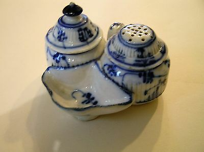 Old Blue and White cruet set