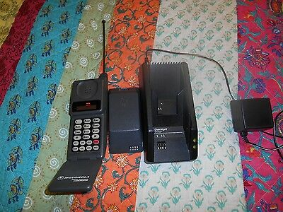 Vintage Motorola California  mobile phone with charger and extra battery