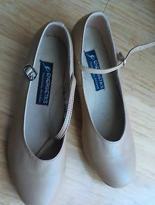 ����   Girls Tap Shoes // Size 9  ����