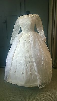 Vintage 1950s Floral Lace wedding Dress With Veil