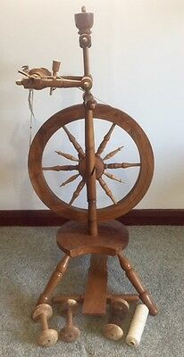 Beautiful Antique Spinning Wheel