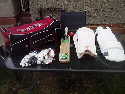 Slazenger Cricket bag with contents
