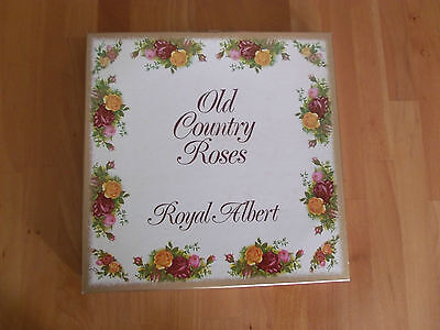 Royal Albert Old Country Roses Calendar Plate 1980 First Edition.