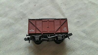 A model railway covered wagon in N gauge by peco unboxed