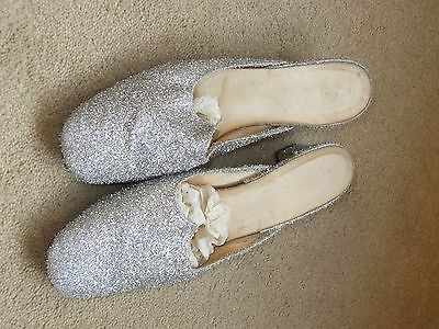 Stunning vintage silver glitter low heeled mules (5)