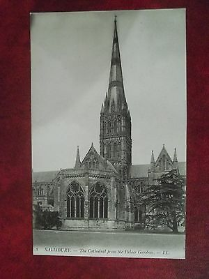 2 Postcards Of Sailsbury And Exeter Cathedrals