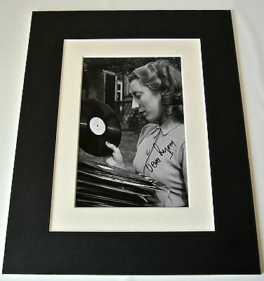 Dame Vera Lynn Signed Autograph 10x8 photo mount display WW2 Forces Music & COA