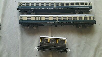 A model railway joblot of coaches in oo by Lima unboxed
