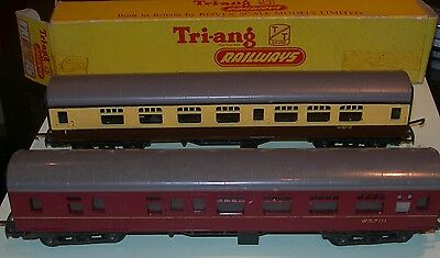 Two Triang TT coaches 1 coach 1 composite