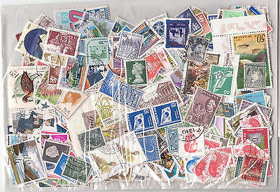 Selection of 500 Worldwide Postage Stamps