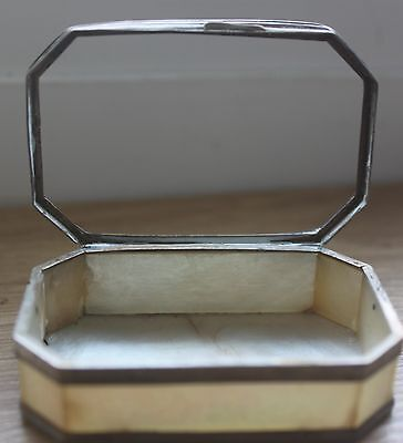Antique 18thC Chinese Export Signed Carved Mother of Pearl Snuff Trinket Box