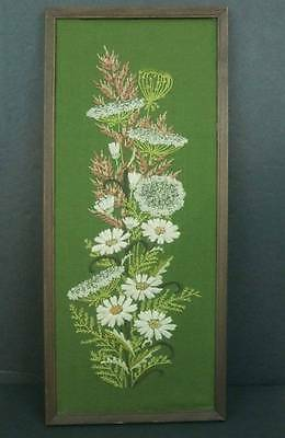VTG Crewel Embroidery Daisies Queen Anne Lace Green Linen Finished Framed